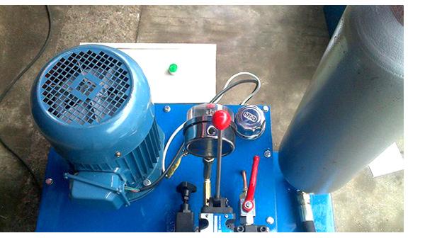 KN95口罩机熔喷布快速不停换网器液压系统站储能器手动阀3KW保压