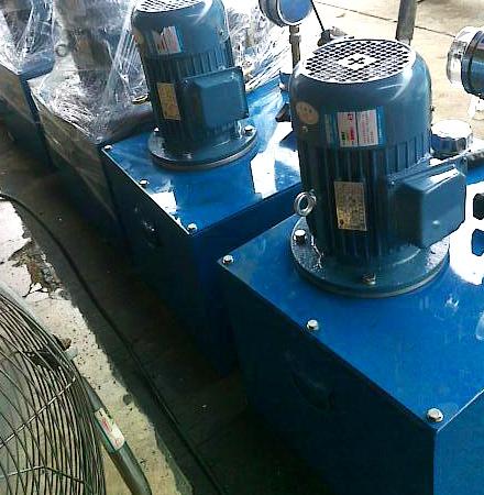 熔喷布换网器液压站